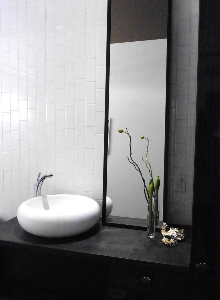 Salle de bains - Le blanc domine, Le noir accentue